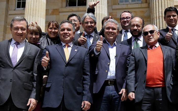 Bancada del Centro Democrático le pide a Uribe que no renuncie al ...