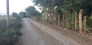 Este es el caserío Las Iguanas, a un lado de la vía se hizo la zanja por donde se instaló la tubería