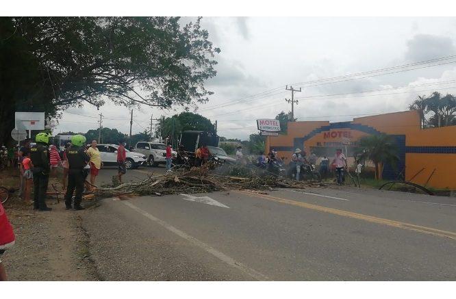Comunidad de varios barrios de Cereté reclaman a Afinia que restablezcan servicio eléctrico - Noticias de Colombia